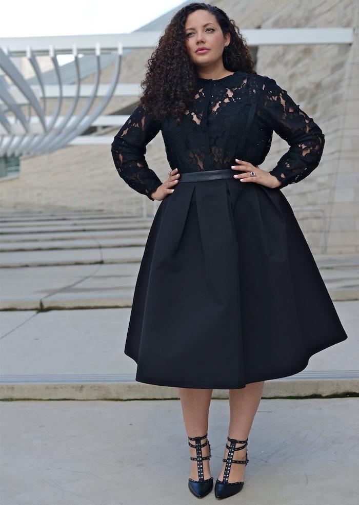 modele de robe grande taille chic avec top à manches longues en dentelle et jupe évasée noire