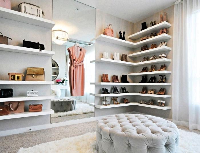 chambre à coucher avec étagères à chaussures murales, etagere de rangement chaussures d'angle