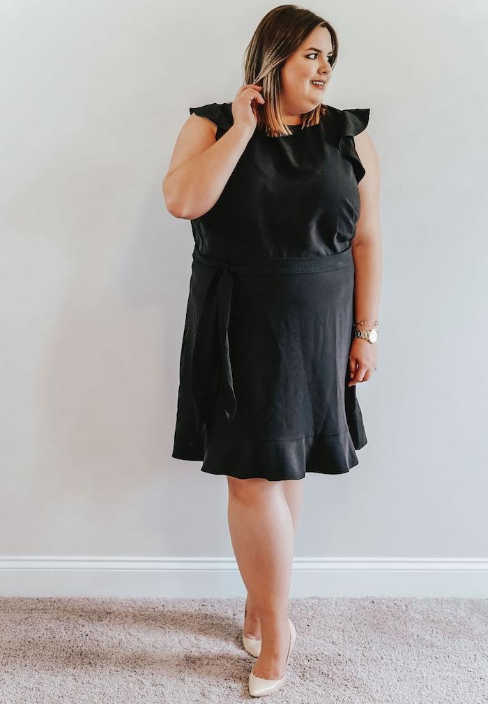 robe grande taille chic et simple avec des manches légères à ourlet et jupe courte serrée sur la taille