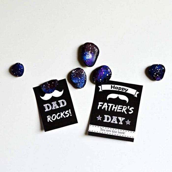 des galets aimants décorés pour la fête des pères, peinture sur galet évoquant les couleurs de la galaxie