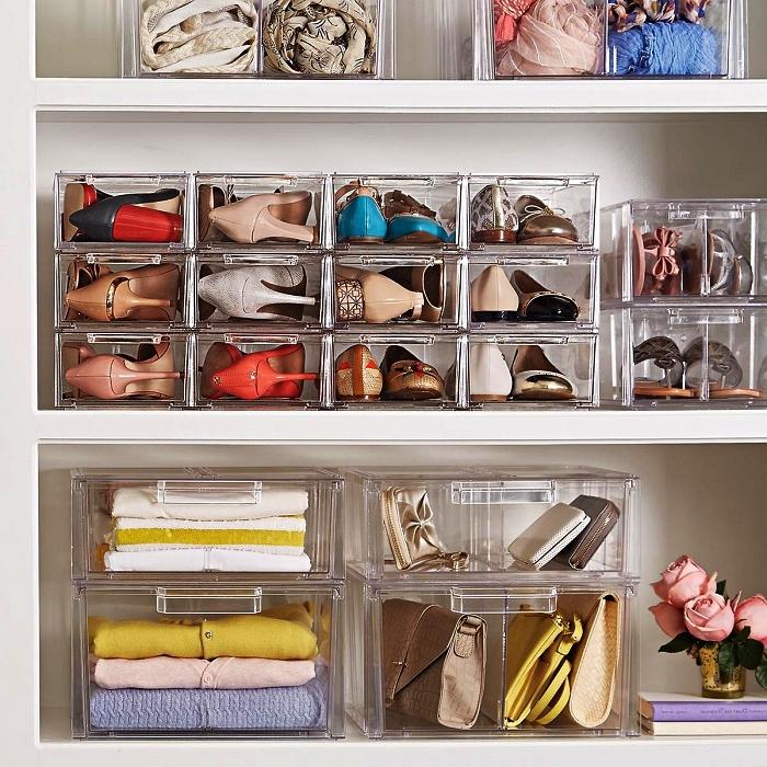 astuce rangement chaussures pour optimiser son espace dressing, boîtes transparentes empilables pour ranger ses chaussures et ses accessoires