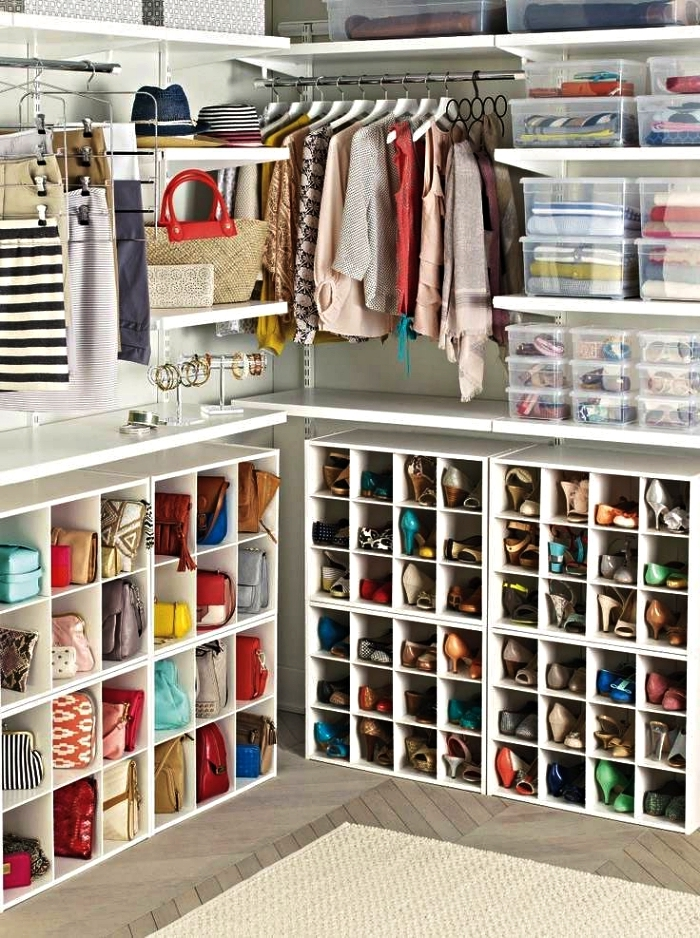 dressing ouvert équipé de penderies, étagères et meubles à casiers pour chaussures et accessoires, fabriquer un dressing à partir de rangements ikea