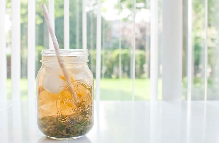 quel contenant pour une boisson froide, exemple comment conserver un ice tea maison dans un bocal, recette thé glacé facile