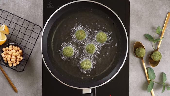 recette falafel facile à base de pois chiche, oignon vert et persil, exemple s amuse bouche rapide pour apéro