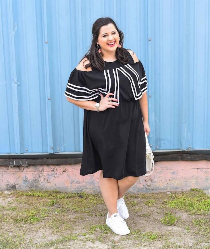 tenue décontractée femme, robe grande taille femme moderne avec des manches tombantes couleur blanc et noir