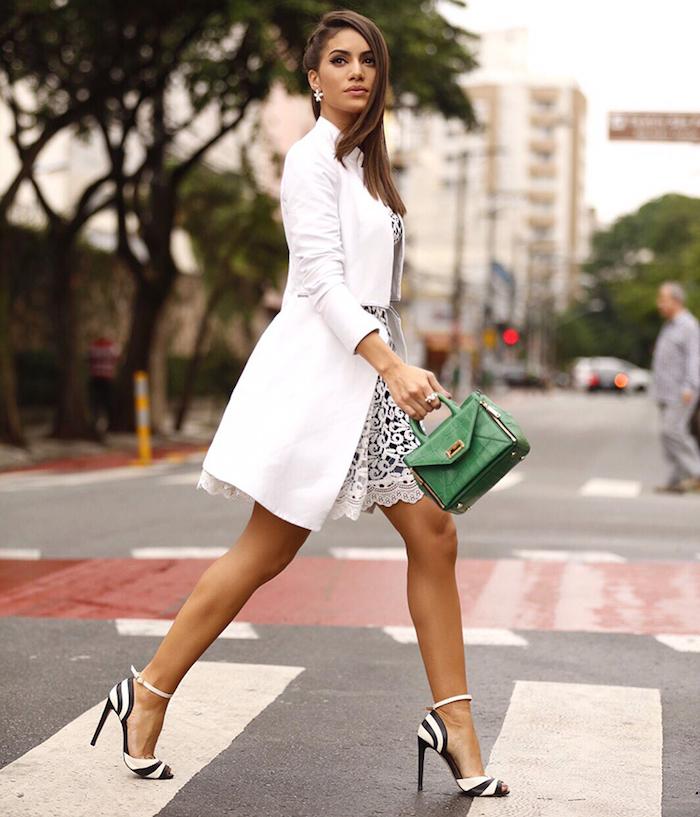 Blanche manteau magnifique, chaussures à taon noir et blanc, robe classe, tenue chic femme, acheter les bons articles