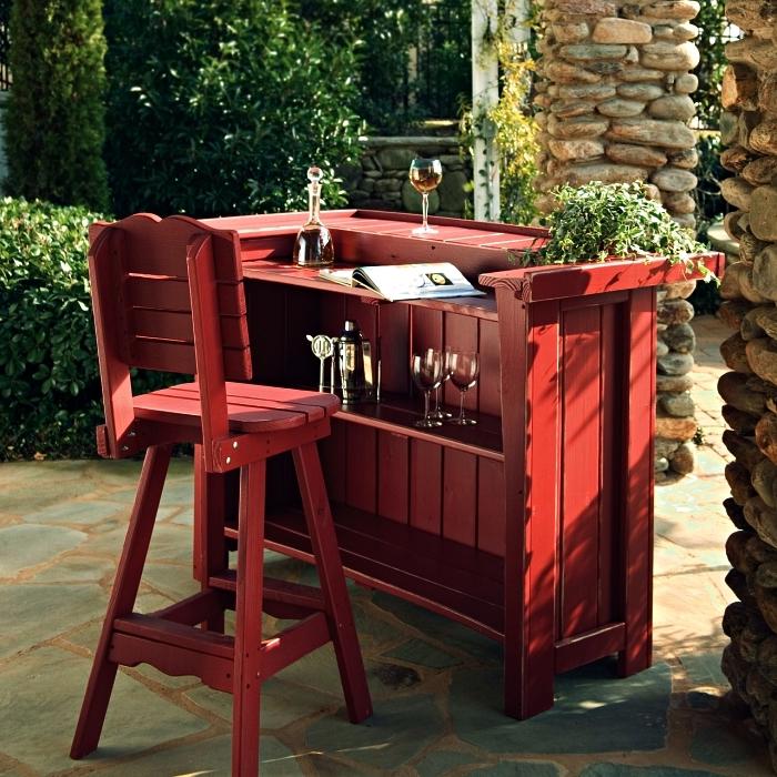 mini bar de jardin en bois peint rouge avec étagères, coin bar en bois pour le jardin ou la véranda