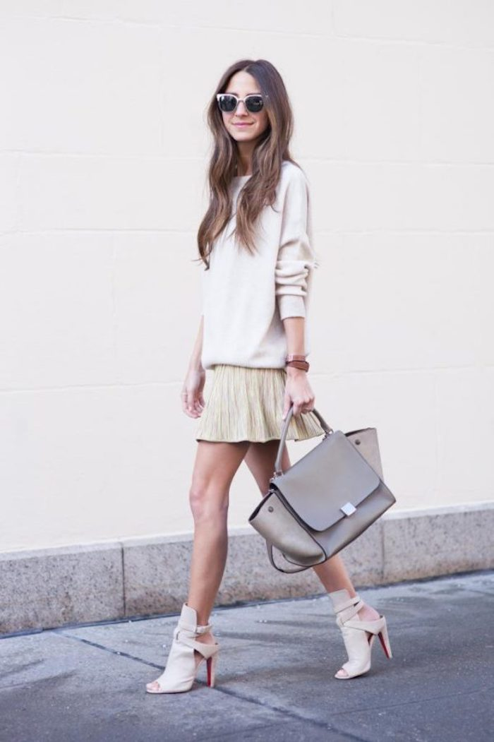 Beige casual mode, tenue décontractée chic femme, photo tenue de jour, chaussures à talon et lunettes de soleil