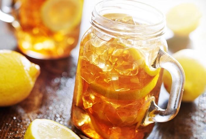 quel contenant pour servir un thé glacé, recette thé glacé vert au citron, idée de boisson rafraîchissante pour l'été sans sucre