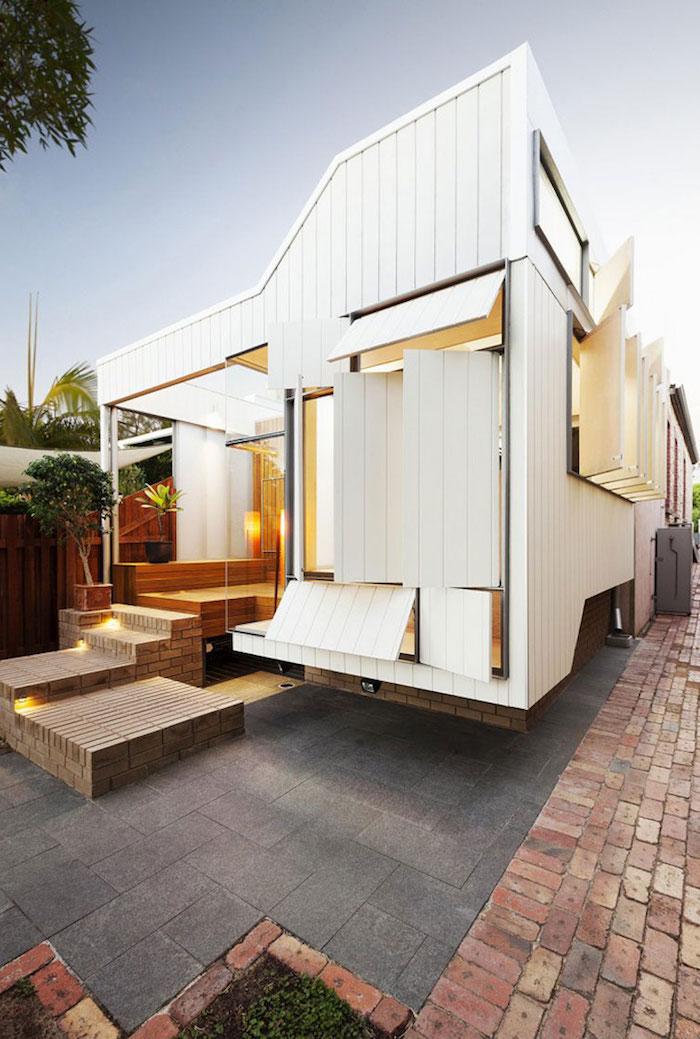 idee original d une extension moderne de bois style caravane blanche avec escalier bois, idée extension modulaire
