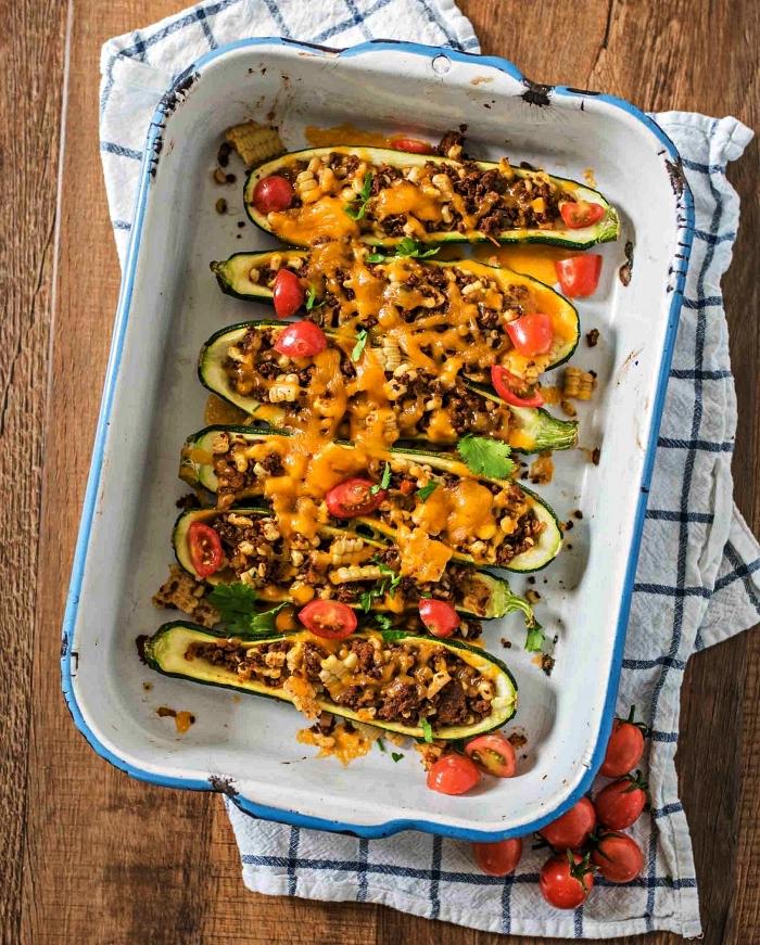 courgettes farcies au boeuf haché, tomates, fromage et maïs, recette avec des courgettes farcies gratinées