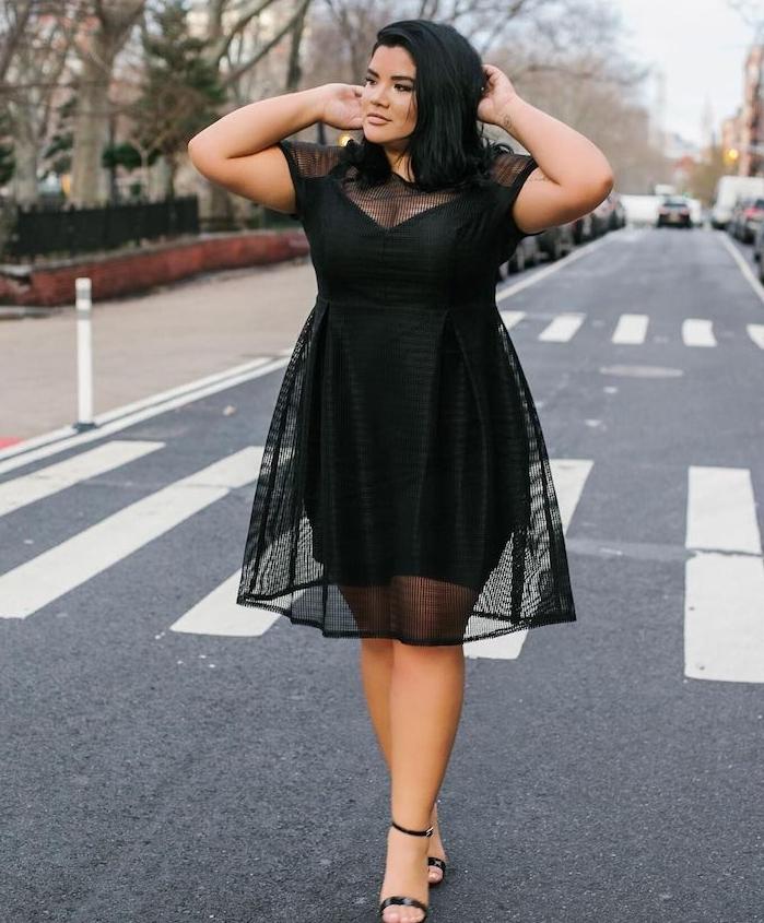 exemple de robe grande taille femme moderne couleur noire avec jupe transparente au dessus d une autre jupe moulante et manches transparentes