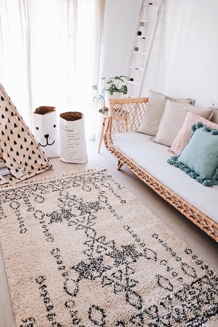Chambre d'enfant, canapé en bois, tipi à pins, déco berbère, chouette deco boheme chic, style boheme chic