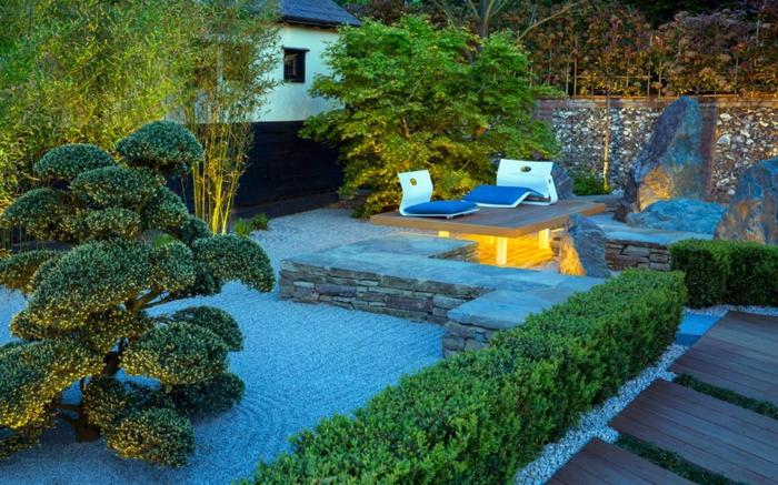 jardin japonais, gravier pour jardin japonais, bonsai, haie tondue, terrasse surélevée avec chaises-longues, mur en pierre, muret en pierre