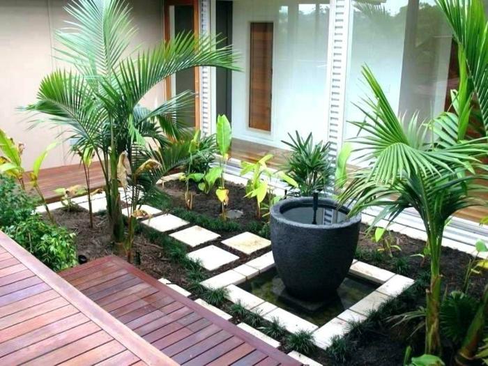 aménagement terrasse et jardin photo, grande fontaine, terrasses en bois, palmiers, maison moderne