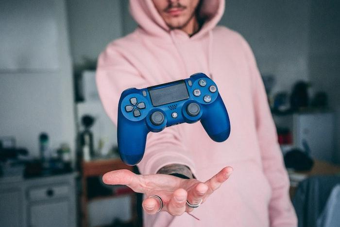Swag photo gamer, jeux vidéo console ps4, image de garçon en blouson rose, image swag pour fond d'écran
