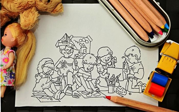 activités et jeux coloriage pour les plus petits, coloriage à dessin enfants faisant de l'art, idée de dessin coloriage pour fille et garçon