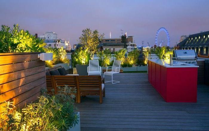 cuisine extérieure, terrasse en bois, banquette en bois, parterres surélevés, plantes vertes et éclairage
