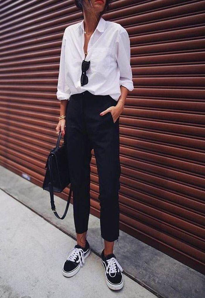 Chemise blanche et jean noir, tenue avec baskets vans noirs, image stylée, casual mode, tenue chic femme