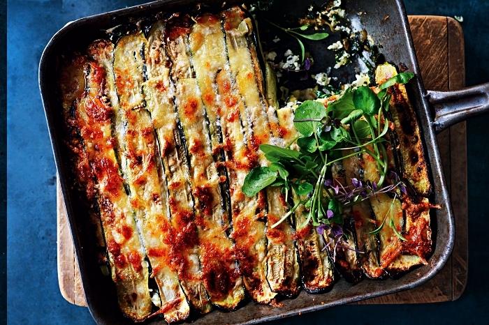 recette simple et rapide lasagne végétarienne de courgettes et tomates, idee recette plat principal à base de courgettes gratinées