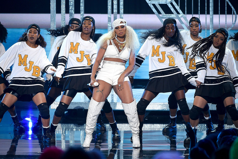 BET AWARDS 2019, Rihanna a remis un prix d'honneur à Mary J Blige pour l'ensemble de sa carrière, suivi d'un medley live de ses plus grands titres