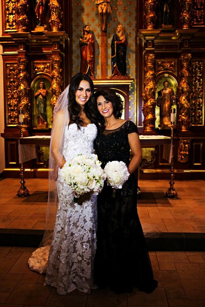 robe de soirée pour mariage couleur noire avec haut en dentelle et empiècement en tulle, idée de tenue formelle pour la mère de la mariée