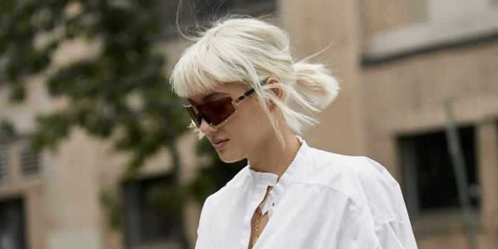 quelle coiffure facile pour cheveux courts attachés, exemple de coupe avec frange sur cheveux en blond froid
