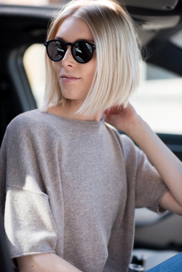 idée maquillage naturel avec rouge à lèvre rose pâle, modèle lunettes soleil rondes pour femme, exemple carré plongeant blond