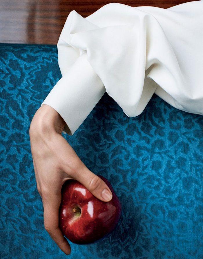 Idée photo classe, chemise blanche, fille swag pomme rouge comme la blanche neige, des photos swag noir et blanc