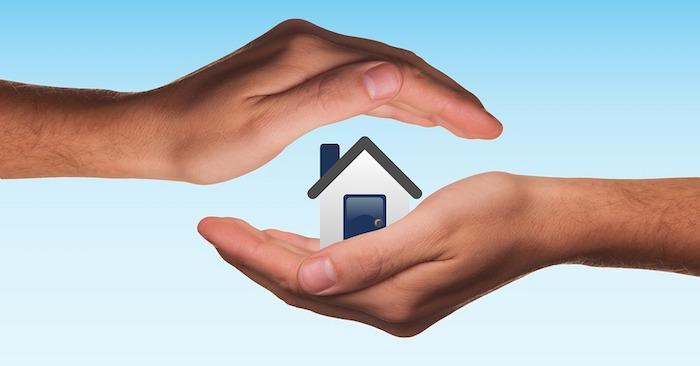Assurance dommage ouvrage, mains maison protection, image assurance de la propriété