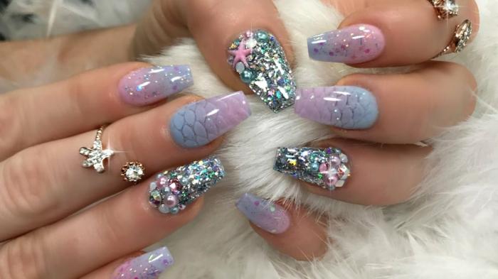 ongles en lilas et violet, bague étoile, manucure sur ongles ballerines, déco nail art acrylique
