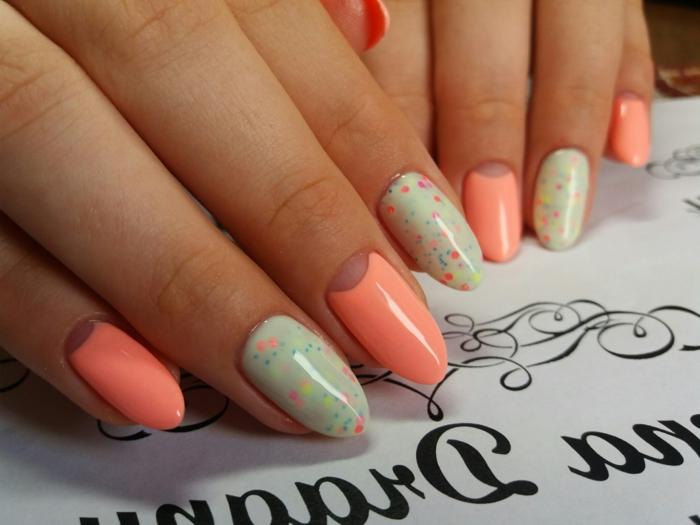 jolie déco ongles, dessin sir ongles pois colorés, manucure en corail et menthe