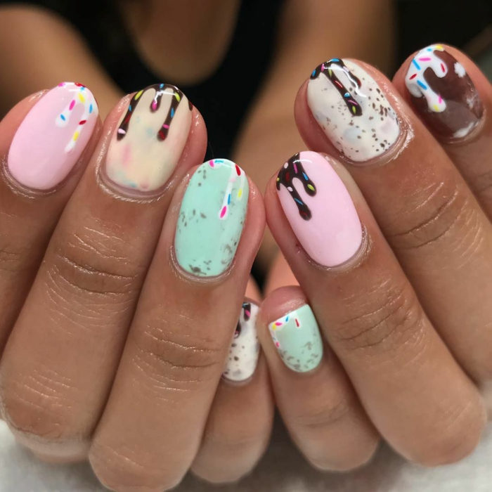 manucure glace fondue, ongles nail art en rosen vert menthe, marron, ongles imitant une gourmandise estivale
