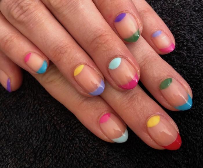 ongle ete, ongles colorés, manucure demi lune originale, déco ongles aux couleurs de l arc en ciel