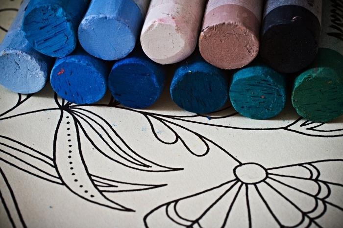 activités et jeux coloriage pour les plus petits, quel matériel choisir pour le coloriage enfants