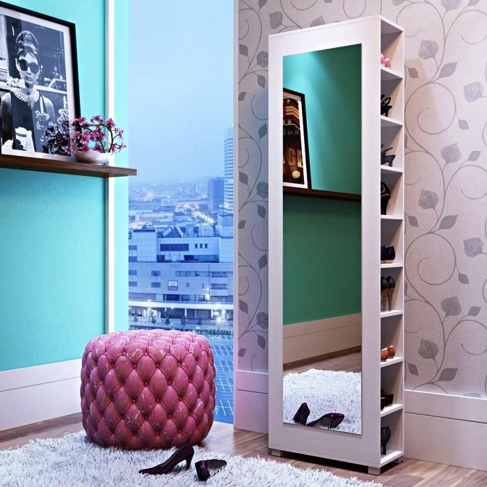 petit meuble de rangement avec miroir sur le côté pour ranger ses chaussures dans la pièce dressing ou l'entrée