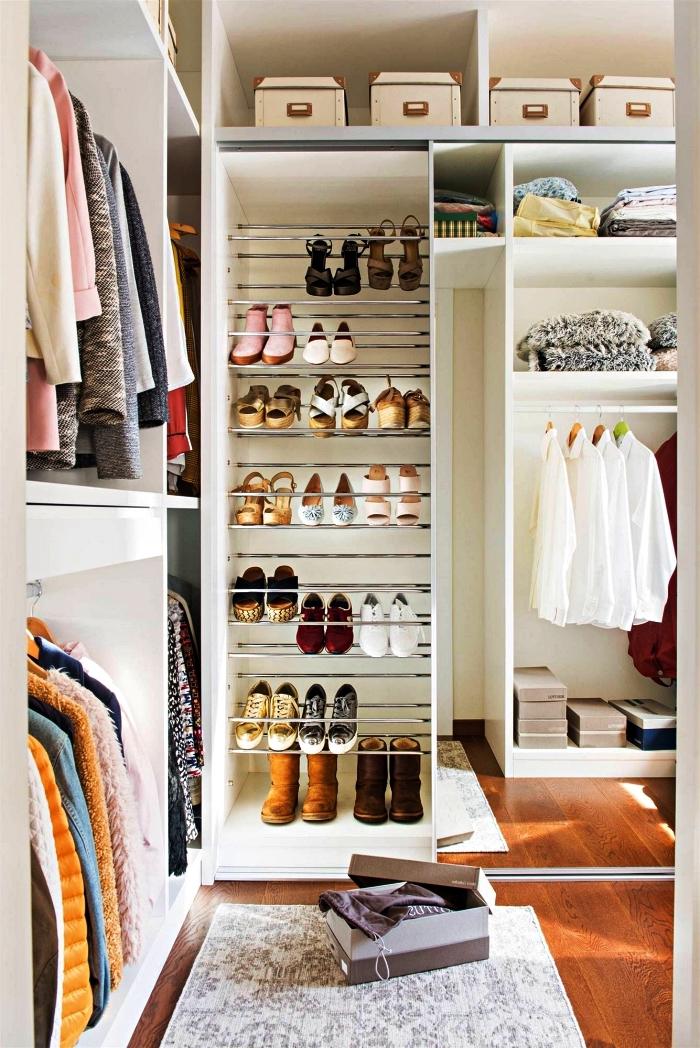 meuble de rangement chambre dressing avec penderies, étagères et barres télescopiques pour ranger ses chaussures