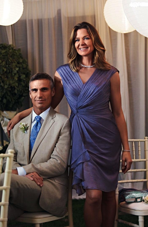 modèle de robe chic pour mariage longueur genou, robe portefeuille bleu violette pour la mère de la mariée