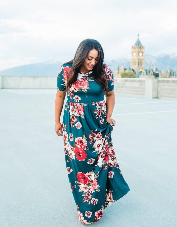 robe longue grande taille femme ronde avec des manches courtes et imprimé fleuri à grosses fleurs