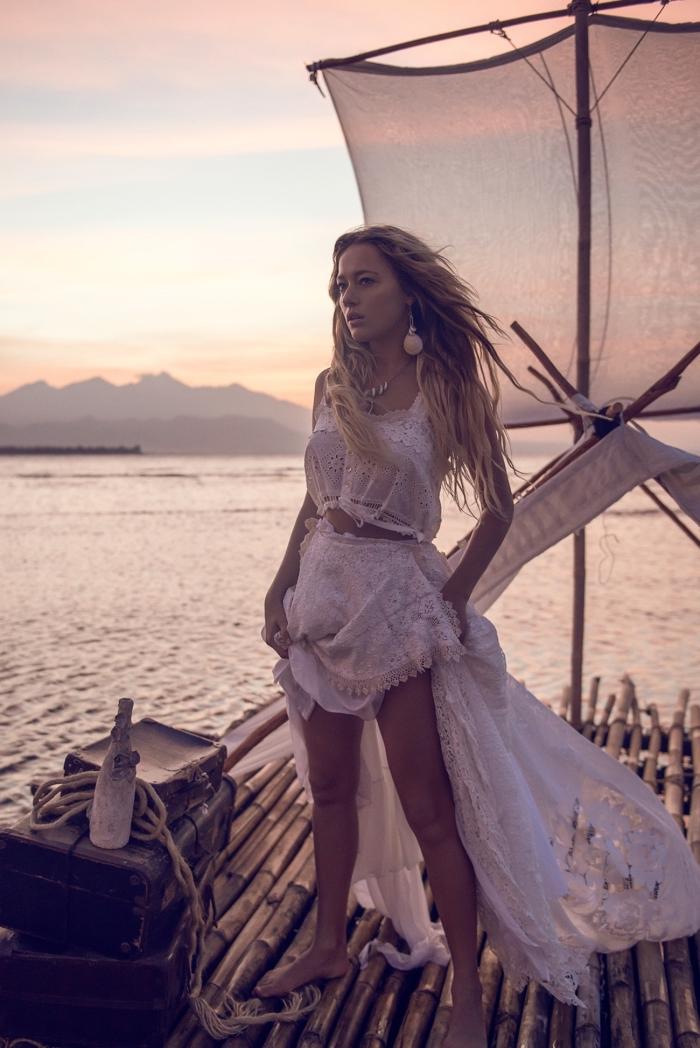 bijoux ethniques à combiner avec une robe hippie chic dentelle, balayage naturel sur cheveux châtain clair ou foncé