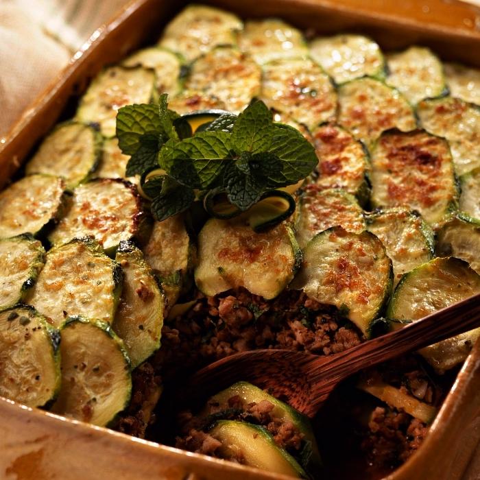 recette de moussaka aux courgettes gratinées, recette a base de courgette et viande hachée