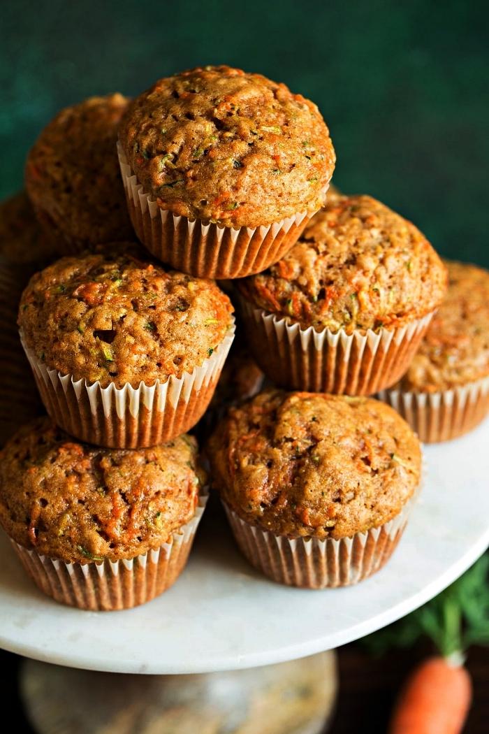 recette de muffins sucré et moelleux aux courgettes et carottes, idée dessert à base courgette, muffins à la courgette recette rapide