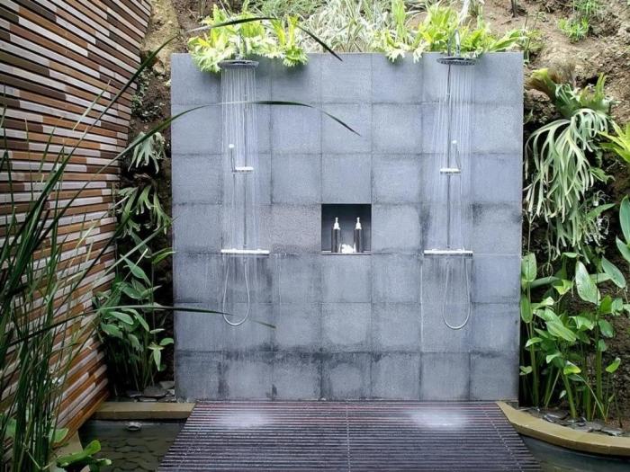 décoration de jardin zen avec parement en pierre, modèle petit bassin de jardin, exemple de douche extérieur en béton