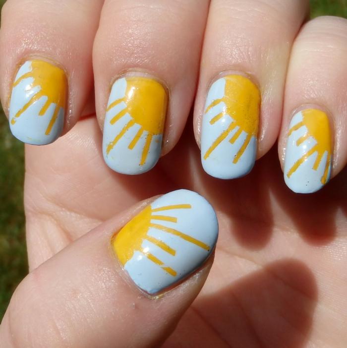 ongles ovales, déco ongle bleu, motif soleil, nail art été aux couleurs vives, manucure été