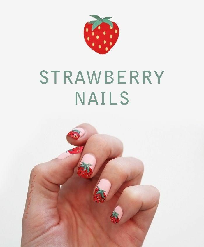nail art été, motif fraise, manucure rose avec fraise rouge, idée nail art frais, ongle ete