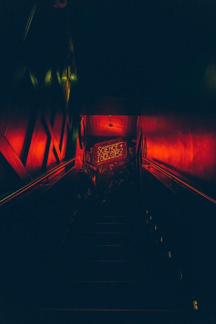 Couloir rouge lumière, les plus belles images swag, fond d'écran stylé