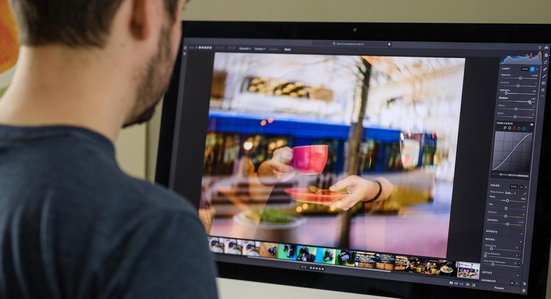 Adobe Lightroom fait partie des outils de renoms désormais disponible sur App Store comme Microsoft Office
