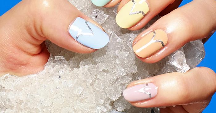 ongles en amande en rose, orange et bleu, manucure été simple avec motif graphique