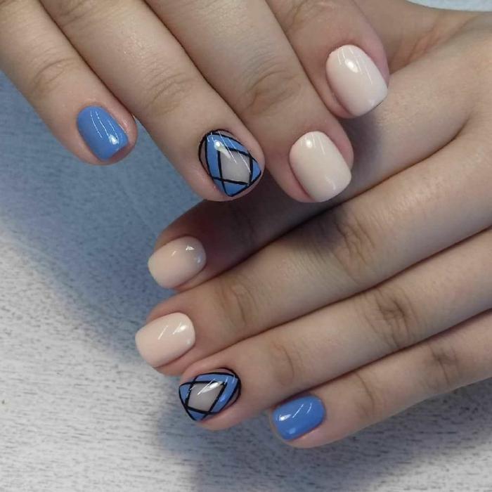déco ongles courts, motif graphique, ongles roses et bleus, idée nail art pour l été