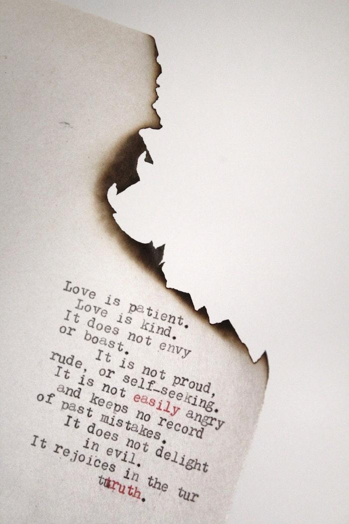 Page avec poésie, page de feuille brulée, image swagg, photo de swag, belle image de swag